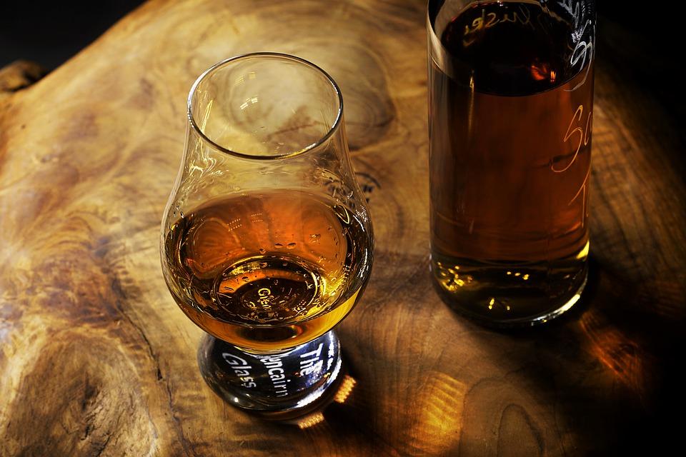 科普:世界上有名的烈酒有哪些?(种类+口味+酒精度+喝法)