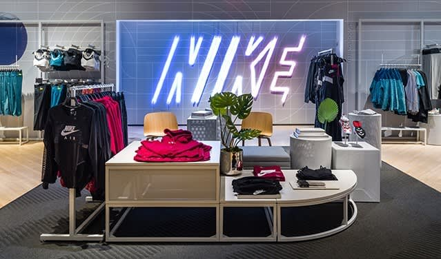 Nike Factory vs. Nike Outlet vs. Nike Retail Store: Differences, Quality & Price 2021